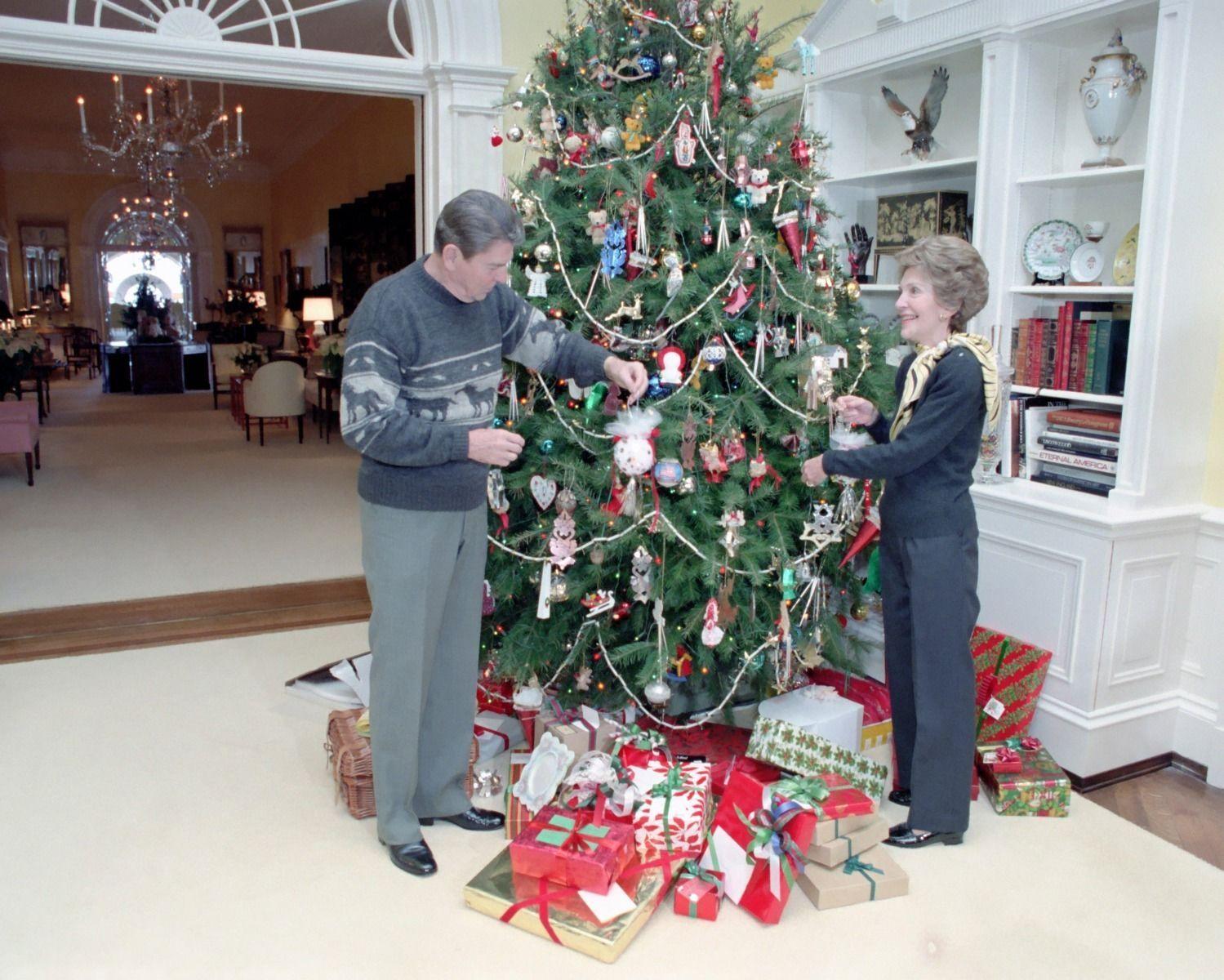 President Ronald Reagan and Nancy decorate White House Christmas tree 8x10 Photo