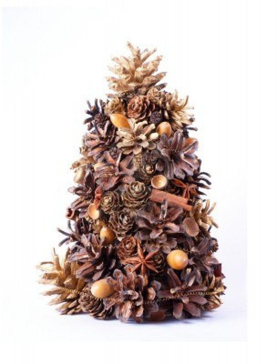 Christmas tree decoration made from natural cones for Decorating pine cones for christmas tree