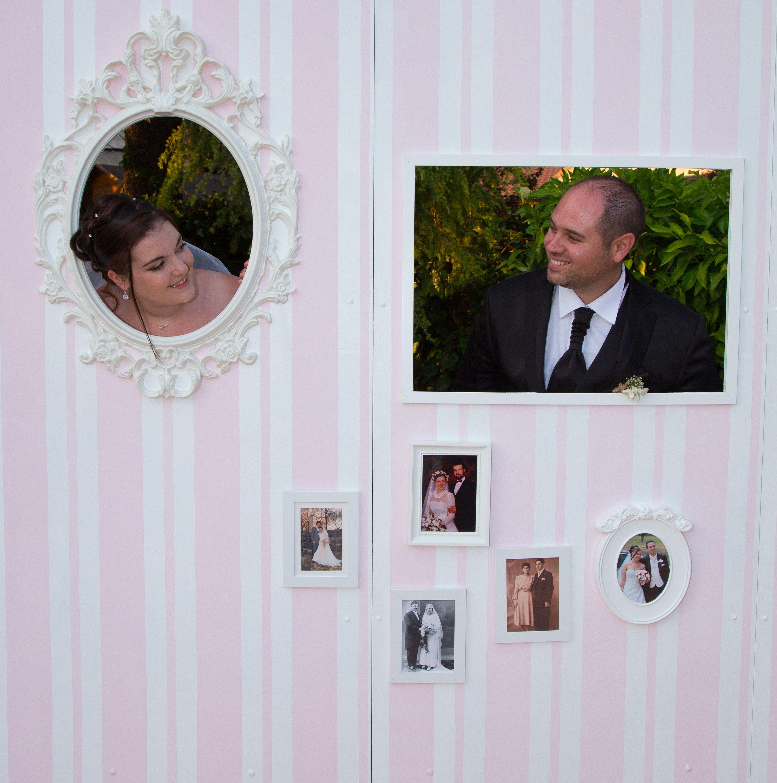SaMaud's Wedding Day - #Photobooth #DIY #Faitmain #mariage #cadre #photo #animation mariage #rose et blanc #stripes #background