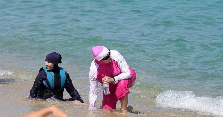 الشرطة الفرنسية تغرم مسلمات جراء البوركيني غرمت الشرطة الفرنسية الاثنين عشر نساء مسلمات إثر إقدامهن على دخول المسبح البل Hard Hat Rain Jacket Windbreaker
