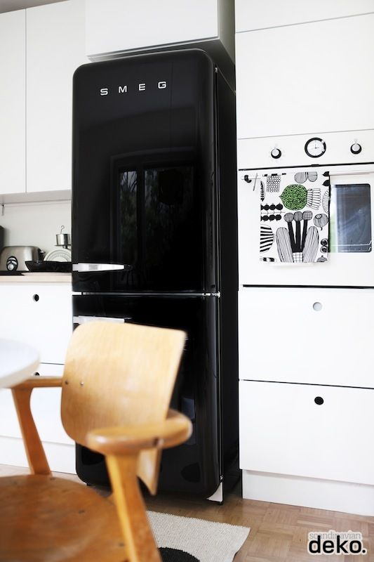 Via Scandinavian Deko | Black and White Kitchen | Smeg Fridge | Marimekko Tea Towel