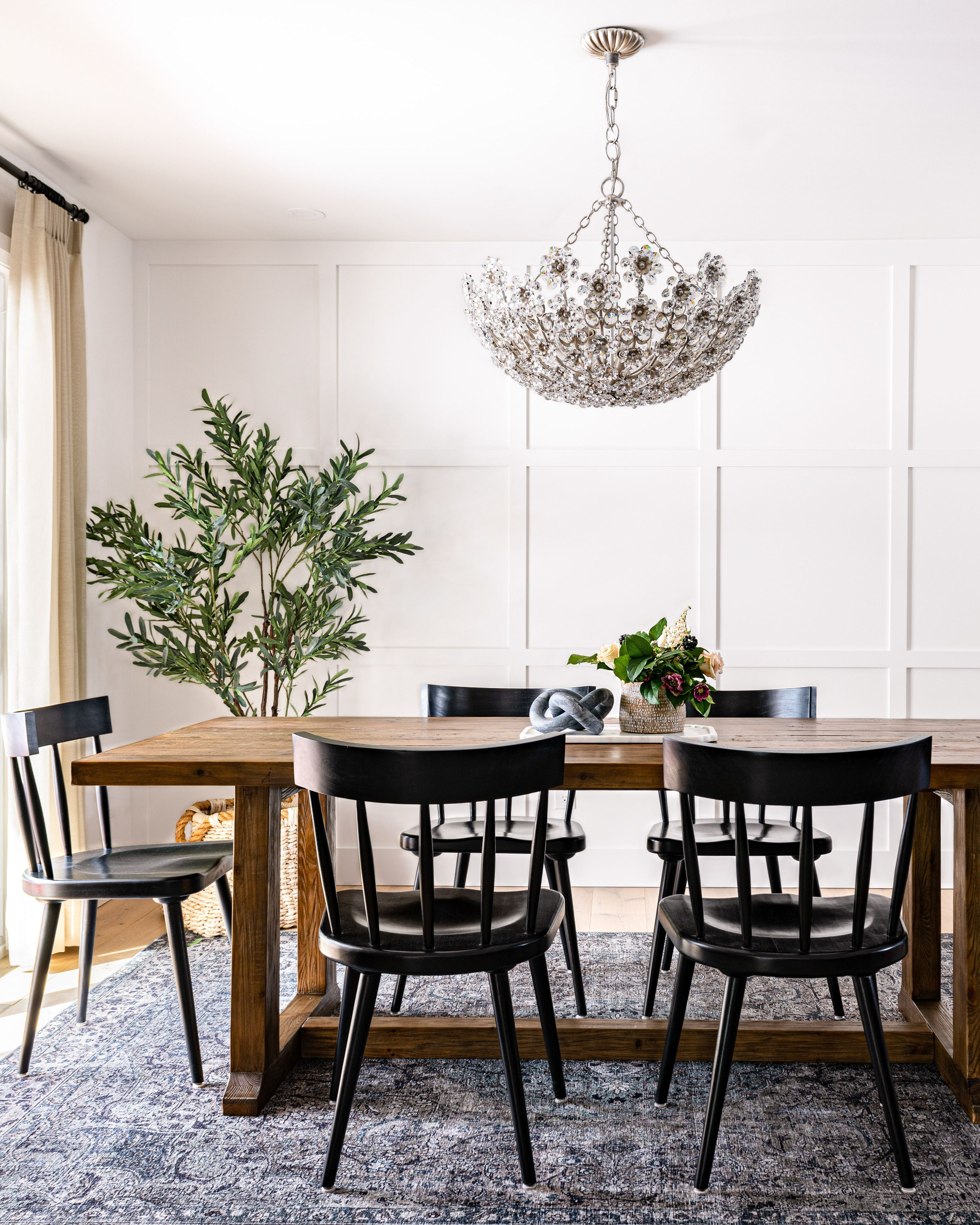 A Dining Room Perfect For Casual Dining But Also For Entertaining Bon Appétit Tap To Shop Design W Casual Dining Rooms Interior Design Home Decor