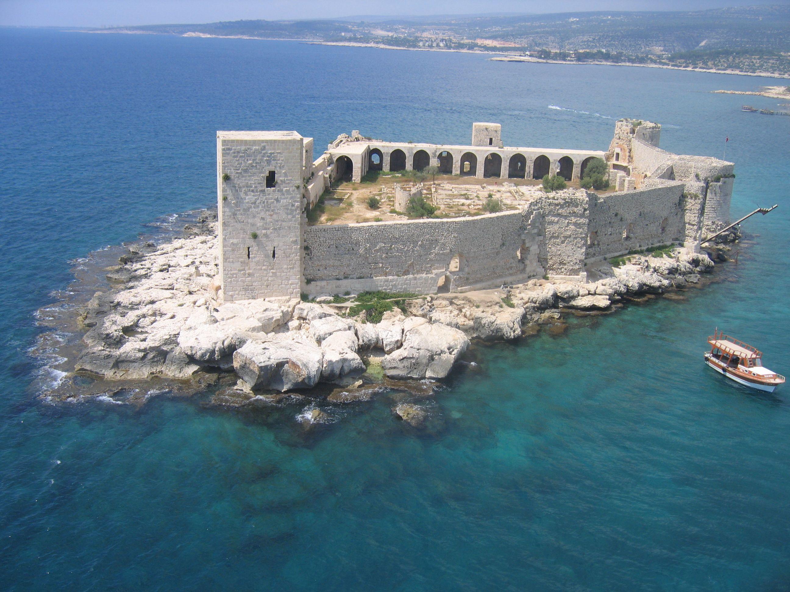 Kizkalesi, Turkey an ancient roman castle in the Mediterranean Sea, not so  far that a decent swimmer couldn't reach it. | Festungen, Burg, Burgen und  schlösser