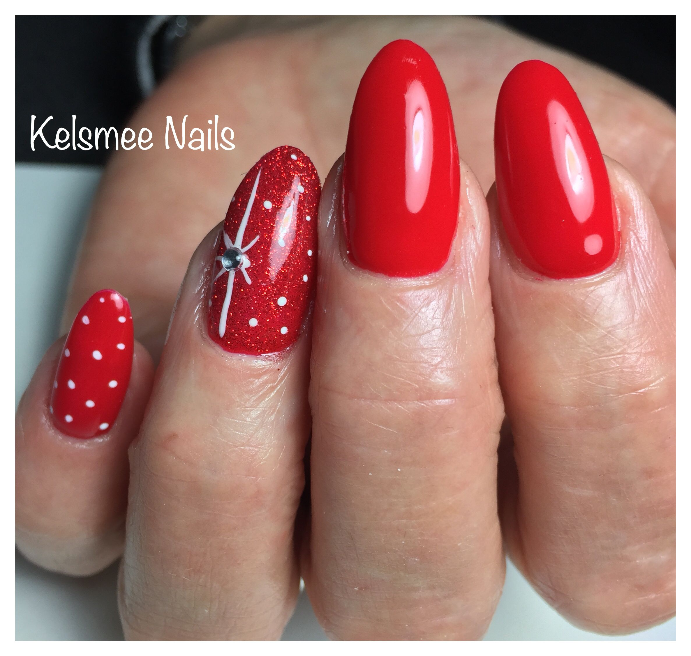 Christmas nails LeChat sealed with a kiss, rednails with Some winter ...