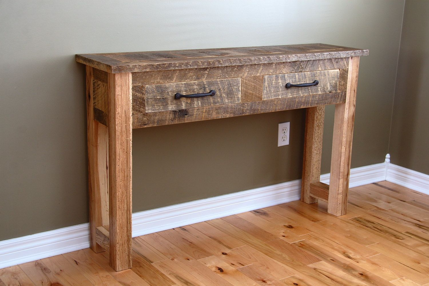 Reclaimed Wood Beam Console With Pipes Playa Del Carmen Rustic Industrial Lamps Fur Diy Entryway Table Reclaimed Wood Console Table Reclaimed Wood Projects