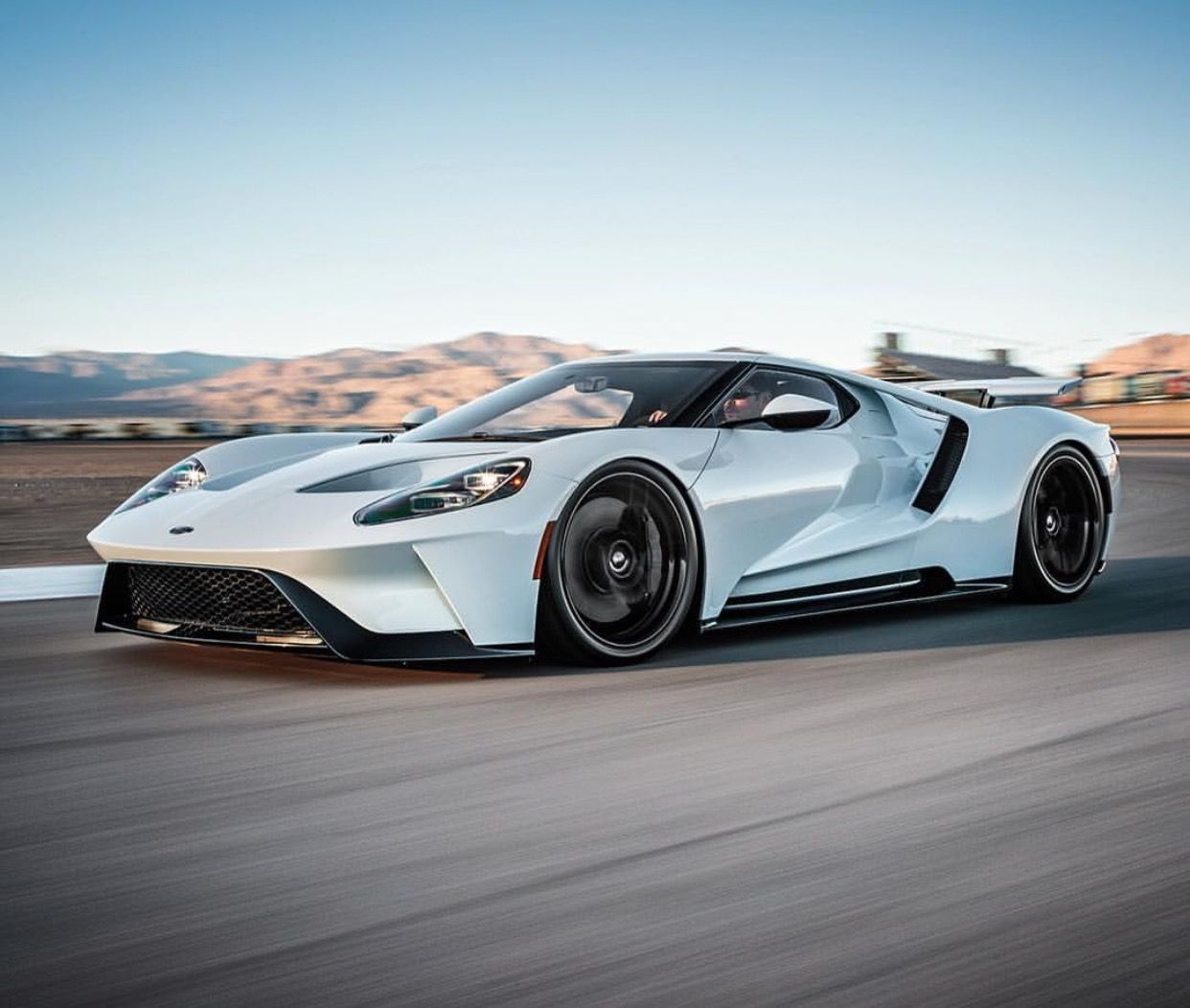 Here S Why The New Ford Gt Really Has An Ecoboost V6 Ford Gt Le Mans Ford Gt Lemans Car