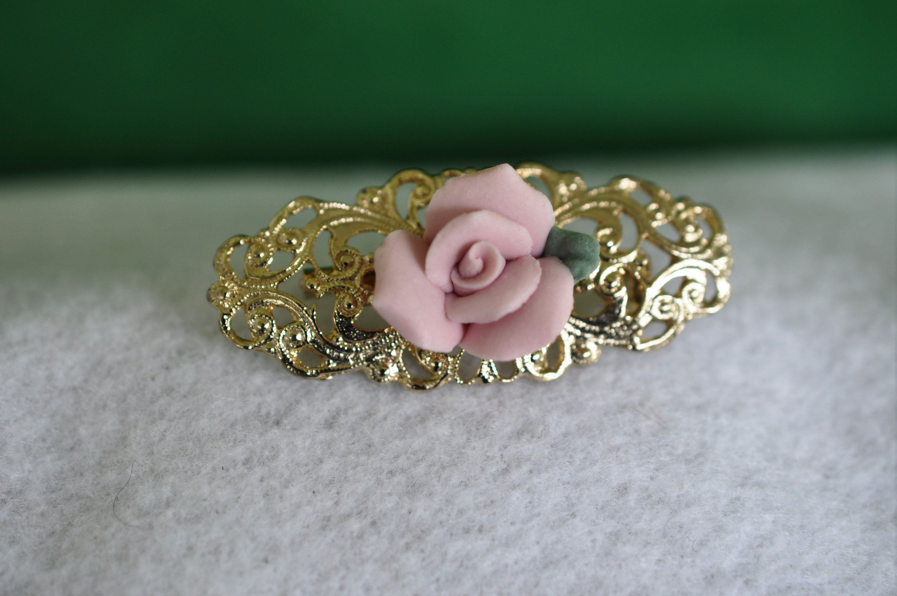 Vintage Gold toned Nice little Rose Lapel pin