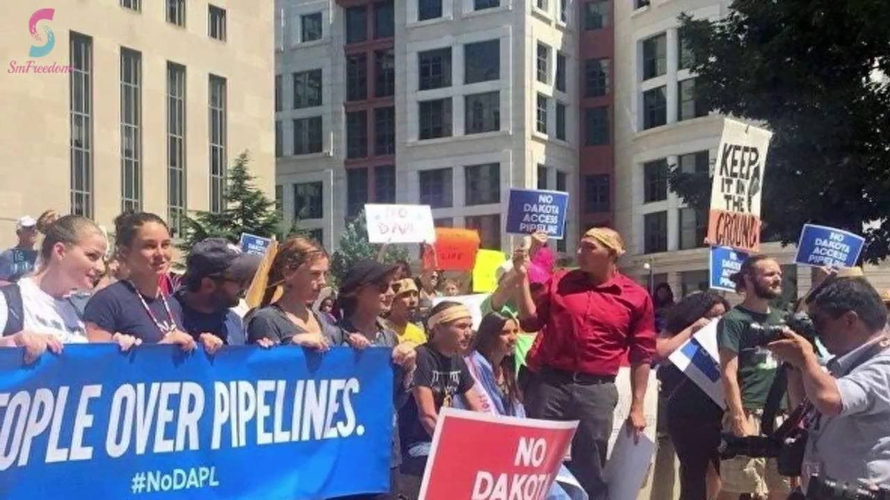 Native American Pipeline Thousands Of Native Americans Protest Dakota Pipeline Native American Protest Native American Pipeline Dakota Pipeline