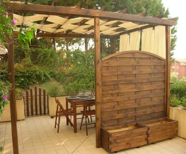 Un pergolato in legno di tipo autoportante home diy nel