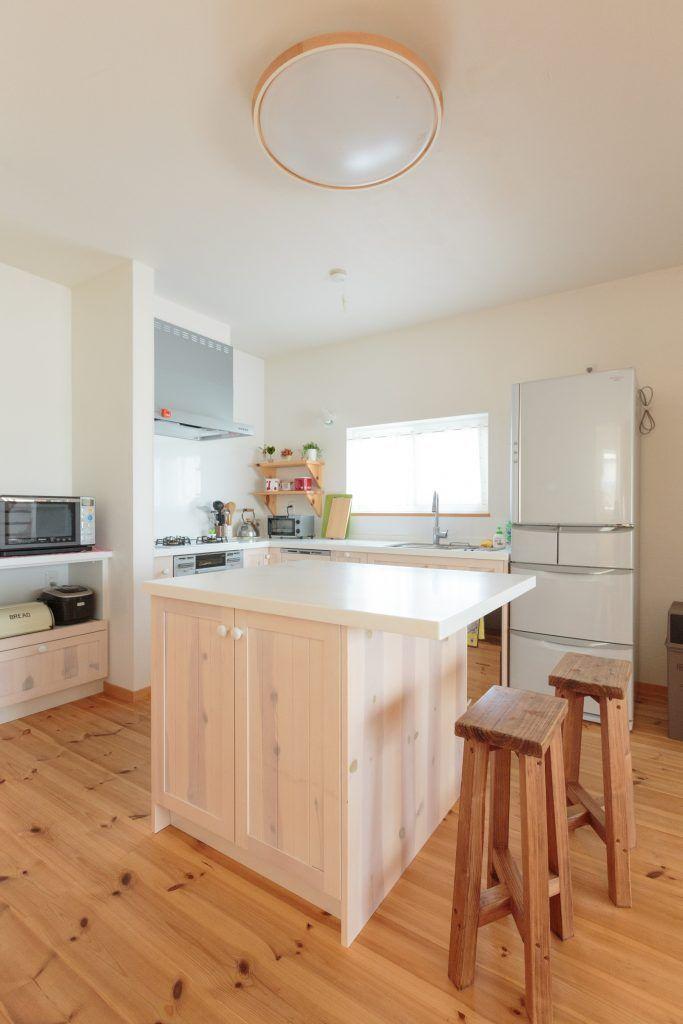延床26 5坪 コンパクトなのに開放的 円卓を囲む家 壁付けキッチン