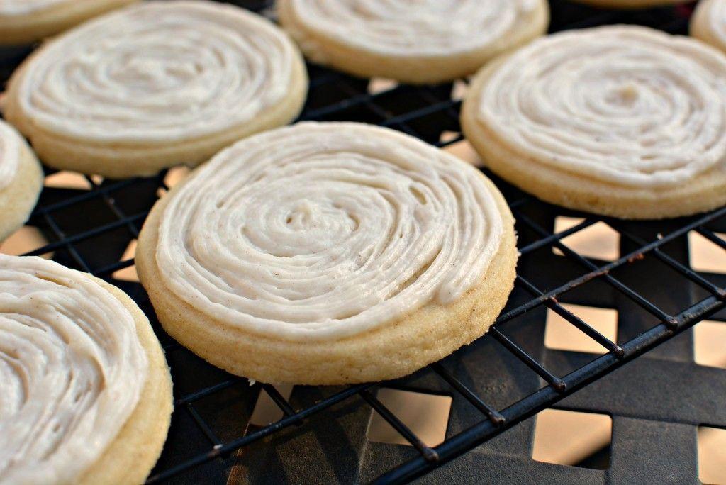 Cinnamon Roll Sugar Cookies #cinnamonsugarcookies Cinnamon Roll Sugar Cookies- The Cookin' Chicks #cinnamonsugarcookies