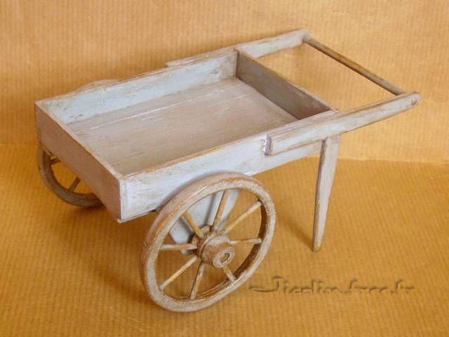 Miniatures et maisons de poupees  brouette et charrette - forum plan de maison