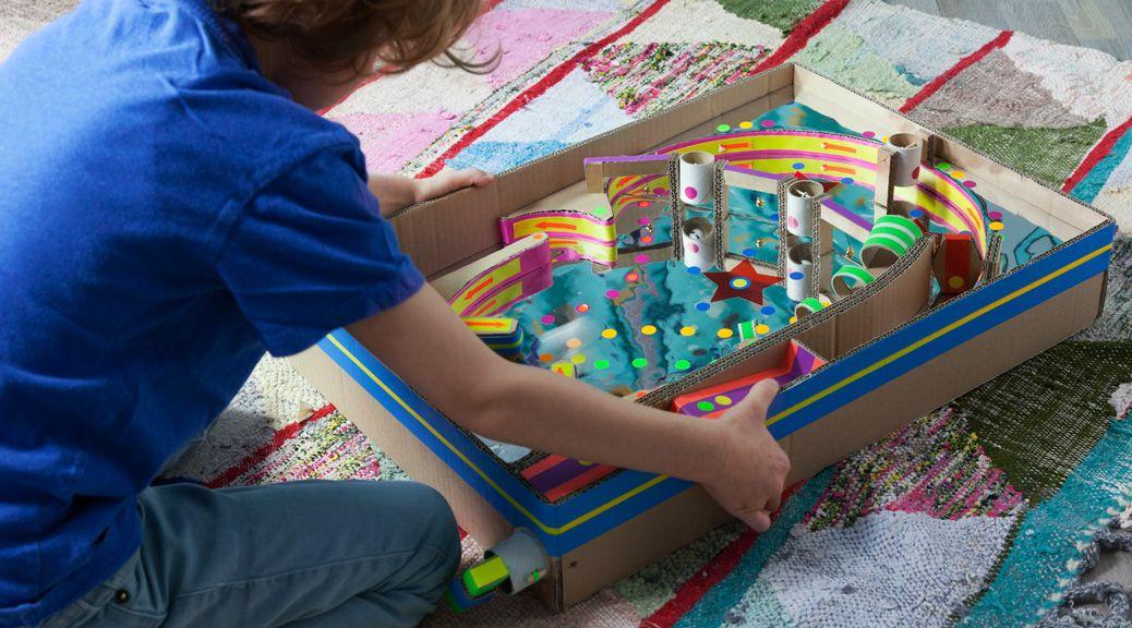 Mein Mann hat für den Daddy's Corner einen Flipper aus Pappkarton gestaltet, der wie geschmiert läuft und der nicht nur Kindern Spaß macht!