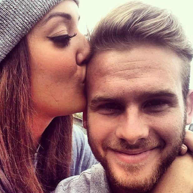 Charlotte Letitia Crosby og Gary Beadle dating 2013dating KZN Newcastle