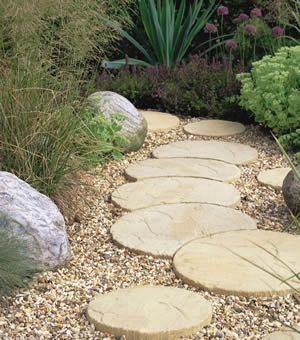 Cool Crescent Shaped Stepping Stones Side Garden Garden Stepping Stones Garden Yard Ideas