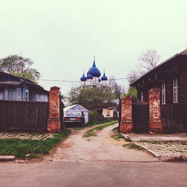 Photo Cred // Stephjvalencia.  Suburbs of Russia. #suburbs #russia #driveway #smalltown #magic #places #spaces