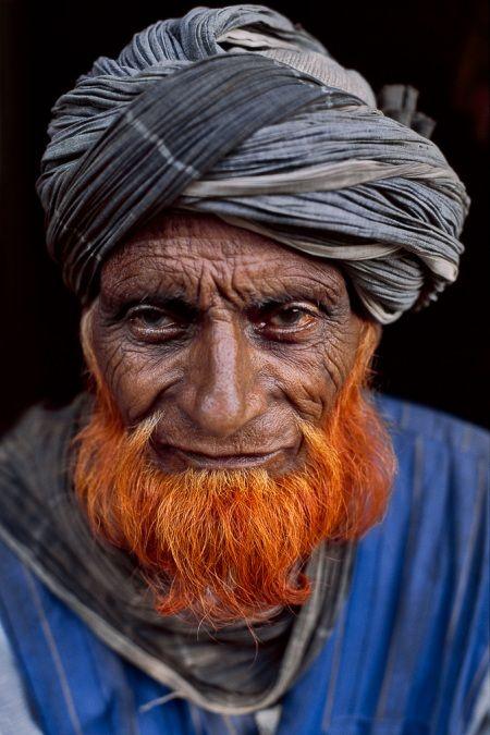 ^Kashmir, 1999 -- Steve McCurry