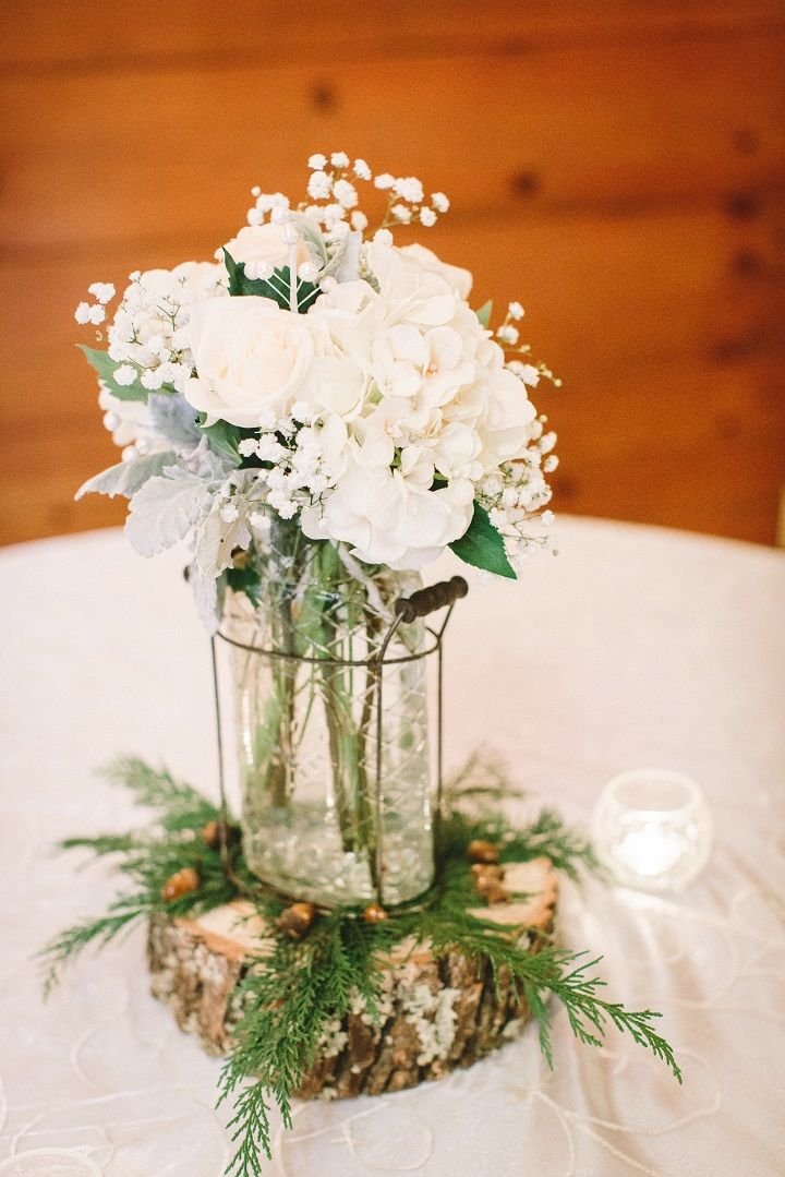 White flowers for a simple wedding centerpieces for a classic winter wedding in January | fabmood.com #winterwedding #weddingcenterpieces