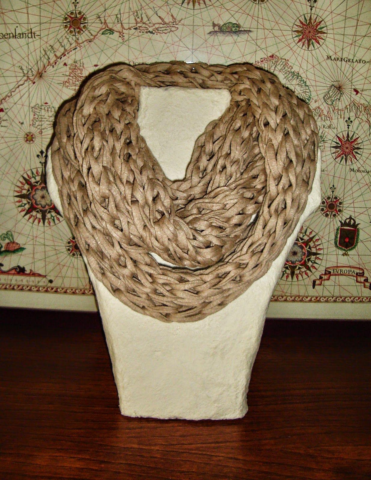 Cuello bufanda tres vueltas en color arena