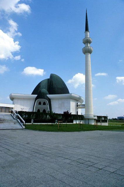 Islamic Centre And Mosque Zagreb Hirvatistan Mosque Architecture Beautiful Mosques Islamic Architecture