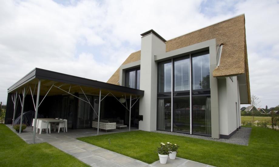 Moderne rietgedekte villa my home designer haus