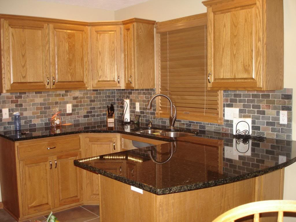 Honey Oak Kitchen Cabinets With Black Countertops Pearl Or Ubatuba Granite Counter Trendy Kitchen Backsplash Kitchen Tile Backsplash With Oak Oak Kitchen