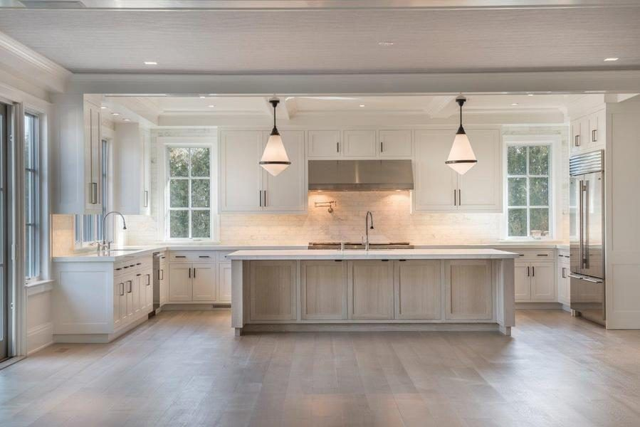 New Build On Half Acre Snapped Up For 8 5m In Sagaponack Kitchen Designs Layout New Homes Kitchen Layout