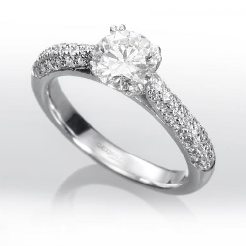 5f39bb3ee676 Anillo solitario de diamantes CHICAGO Sortija de oro blanco 18 kts. estilo  solitario montada con