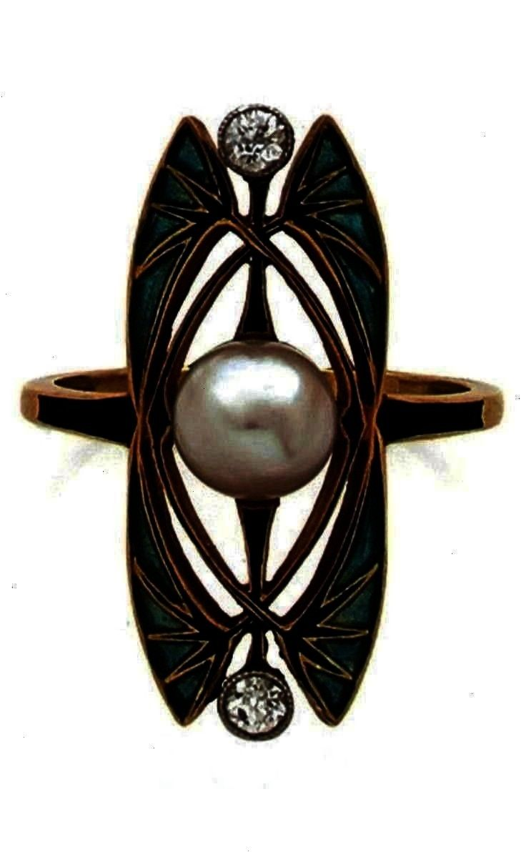 und Perl Ein JugendstilRing aus Gold Platin PliqueàjourEmaille Diamant und Perl An Art Nouveau gold pliqueàjour enamel diamond and ruby ring Designed as two...