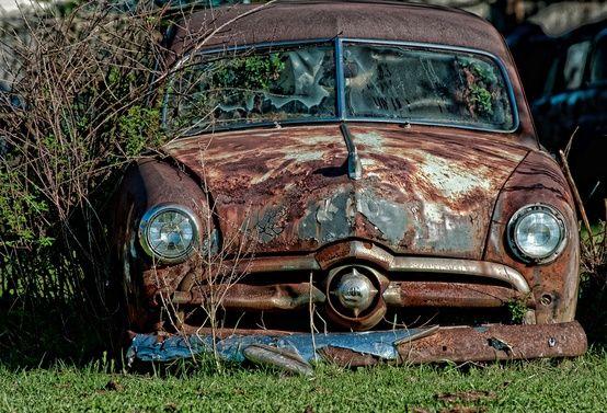 abandoned cars and trucks voitures abandonn es pinterest voitures abandonn es abandonn. Black Bedroom Furniture Sets. Home Design Ideas