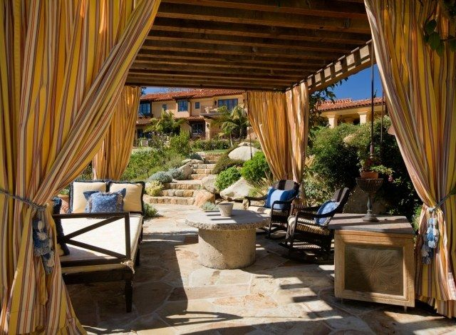 ungef tterte bunt gemusterte vorh nge b nder mit quasten mediterrane terrasse veranda pinte. Black Bedroom Furniture Sets. Home Design Ideas