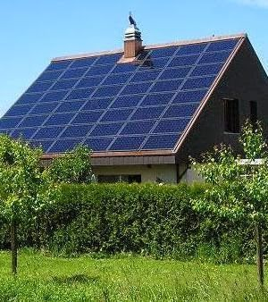 How Many Solar Panels Do I Need To Power My Home 1200kw P Yr He Estimates 375 Sq Ft Or 63 100 Watt Panels That Would Take 420 Solar Solar Panels Solar Roof