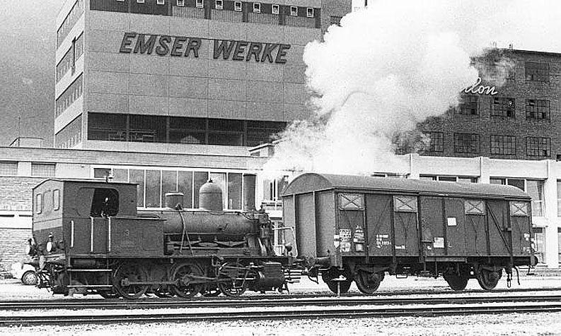 E 3/3 8485 im Winter 1969/70 im Werksareal der Emser Werke