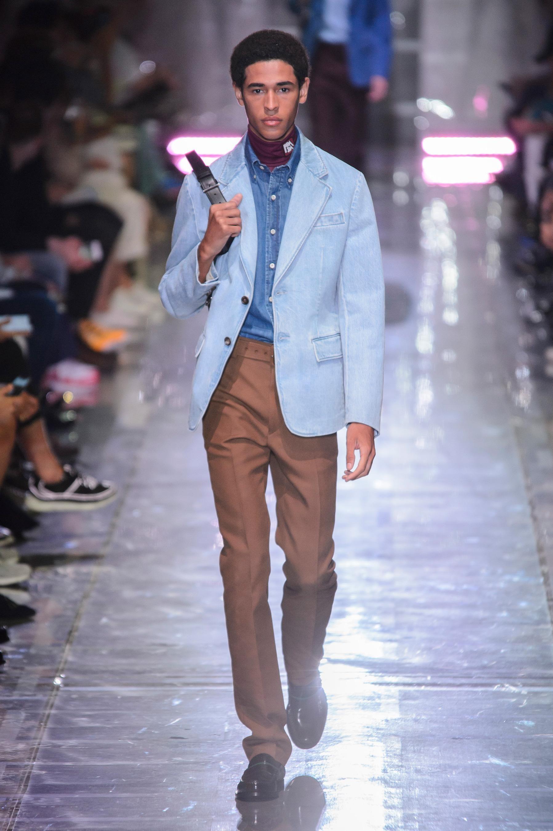 04e6bf332999 Défilé Prada printemps-été 2019 Homme - Madame Figaro -- Visit shop mode  here