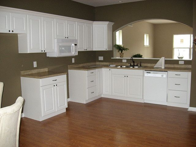 Large Kitchen with arched pass-through to living room | Pisos ...