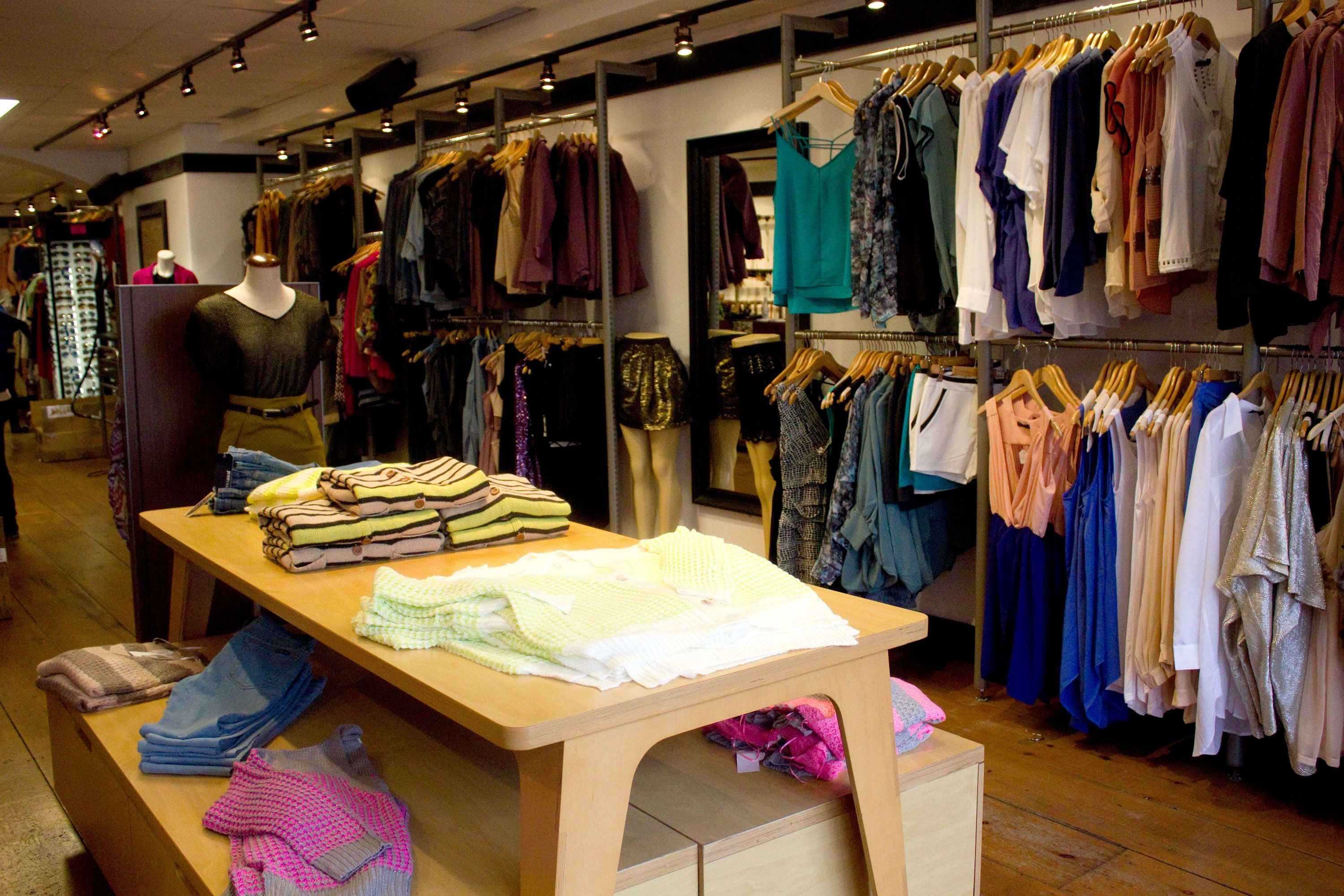 Boutique store design layout images for Small boutiques