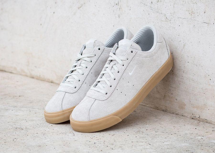 Chaussure-Nike-Match-Classic-en-daim-beige-1.
