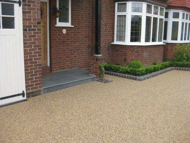 Type - Resin bound Colour - Chocolate Buff Size - 20mm Step - Natural Grey Slate