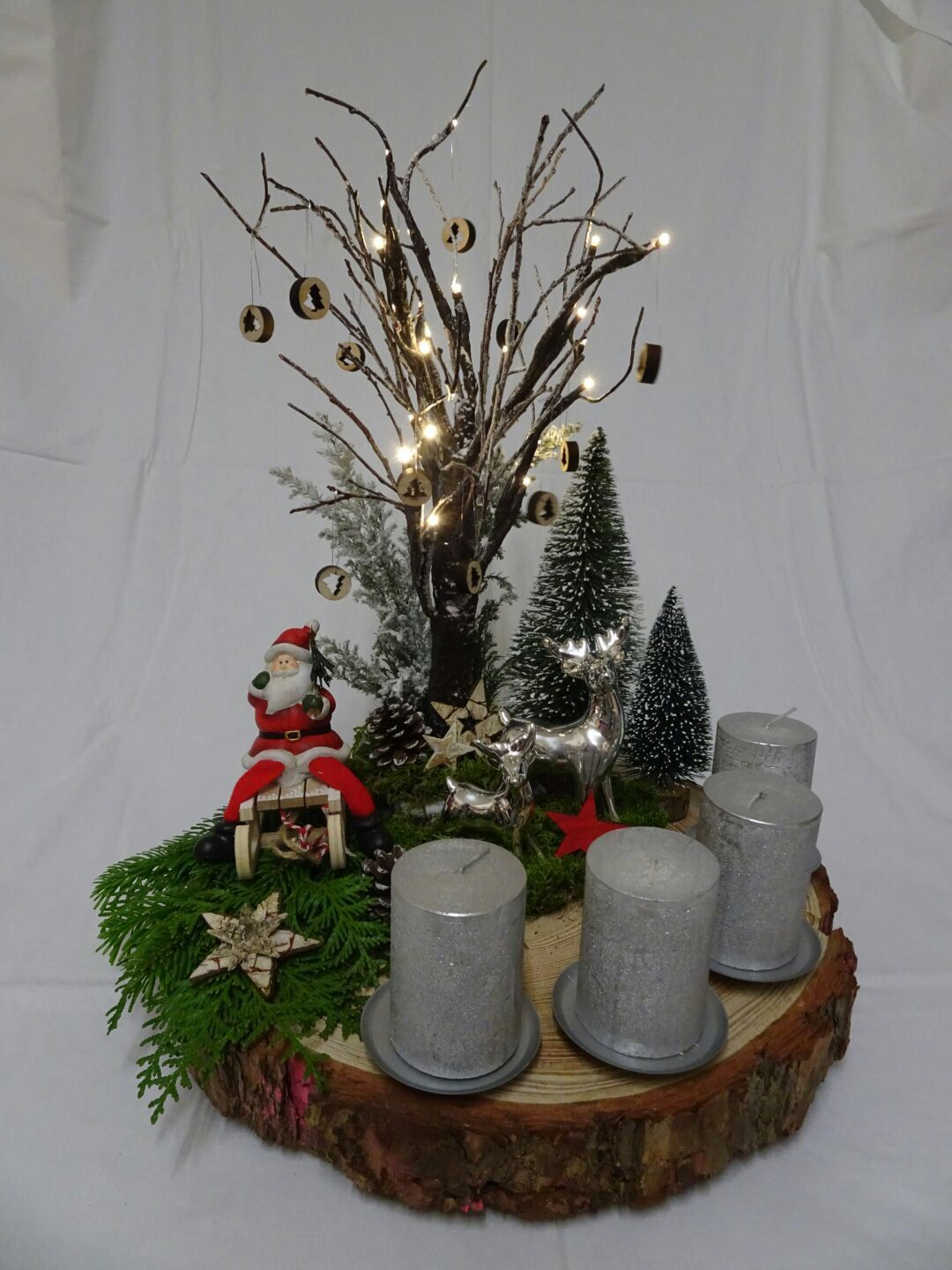adventskranz auf holzscheibe ikebana christmas. Black Bedroom Furniture Sets. Home Design Ideas