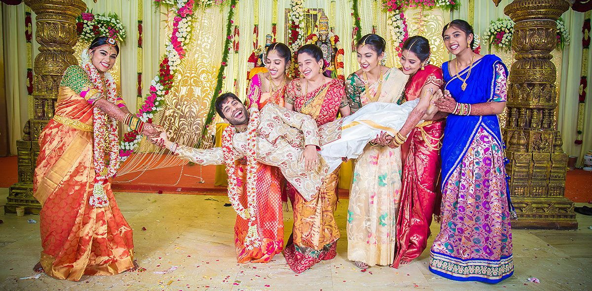 Love In The Age Of Technology Keerthana Siddharth Funny Wedding Poses Indian Wedding Couple Photography Bride Photography