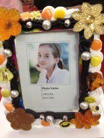 portafoto giallo arancio in vetro con perle panna e cioccolato <10>