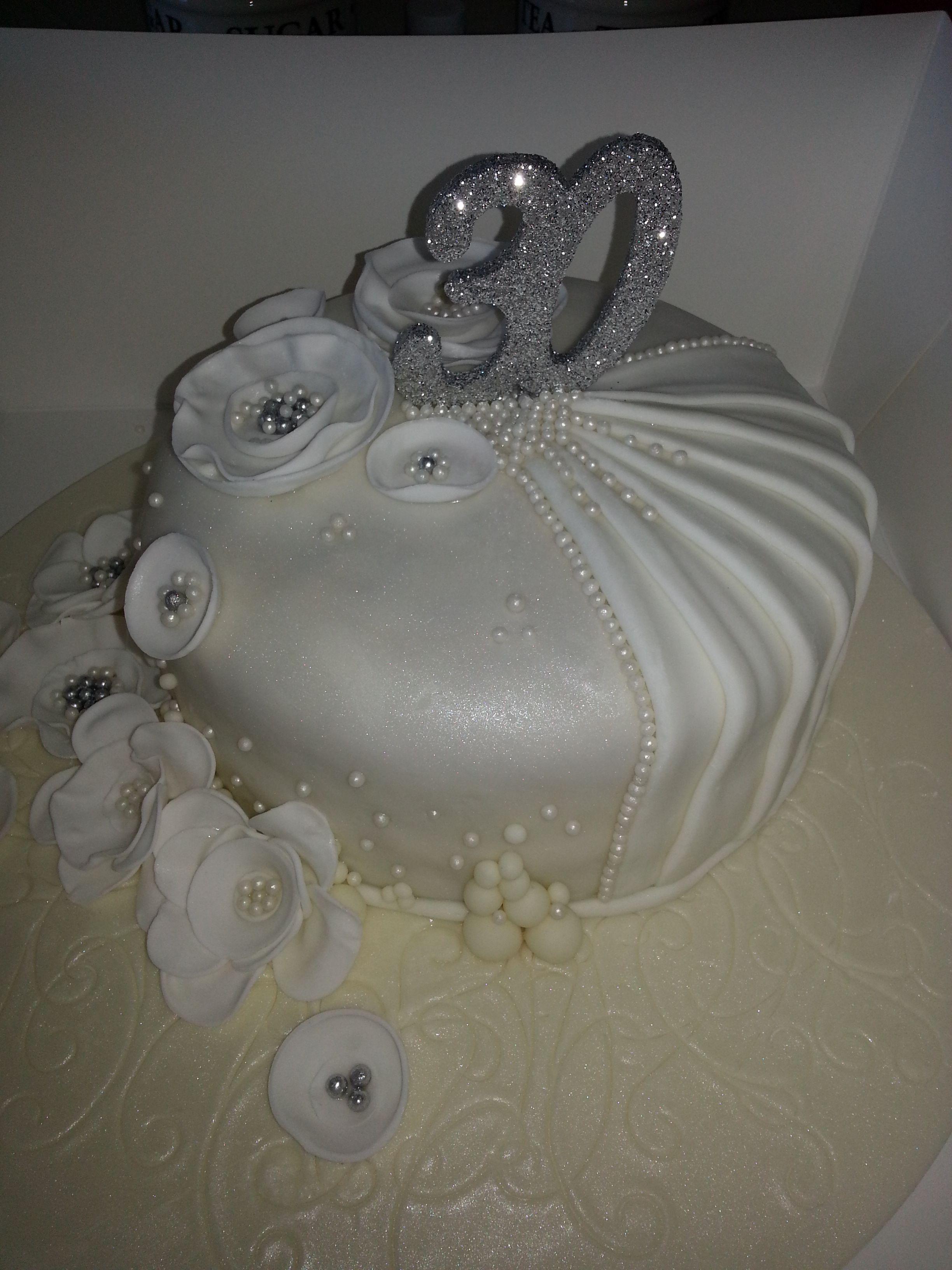 30th Wedding Anniversary Cake_Pearl Wedding Pearl