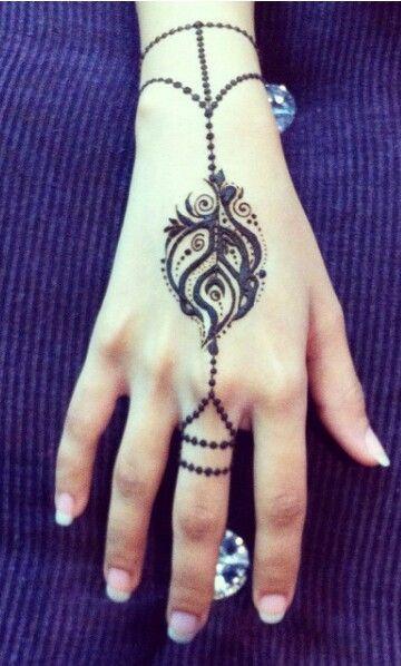 Creative henna design