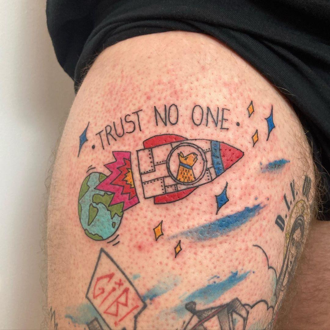 Łajka dla Adama . #dziaranienakolanie #tatuaz #tattoo #contemporarytattoo #polandink #witryna_tattoo #polandtattoos #polishtattooartist #tatuatorwarszawa #studiotatuazuwarszawa #warsawtattoo #warszawatattoo #тату #татуировка #siostrotusz @polandtattoos @polandink #qttr