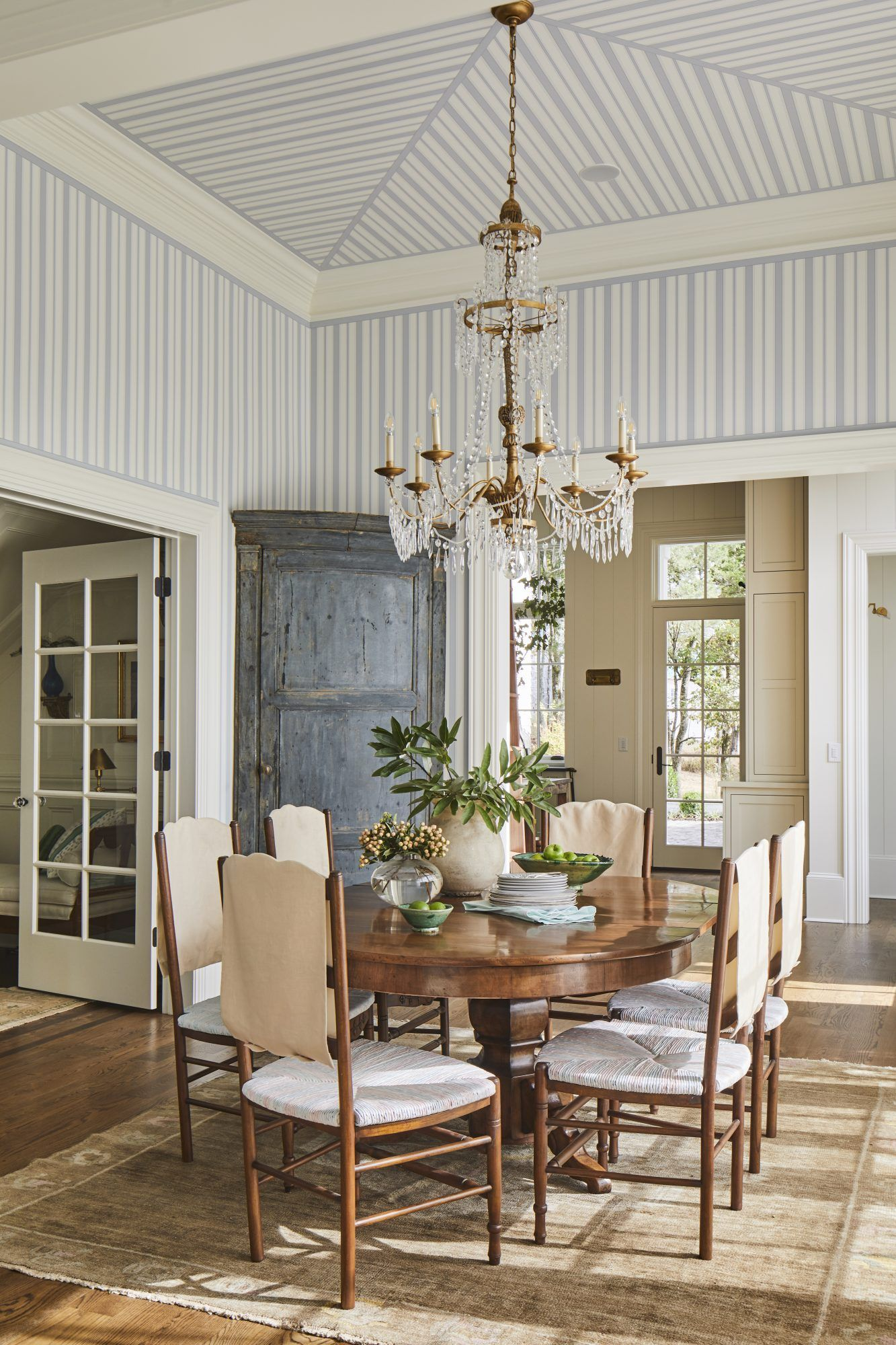 A Tennessee Home With Old Southern Charm In 2020 Classic Dining Room Old Southern Homes Historic Home