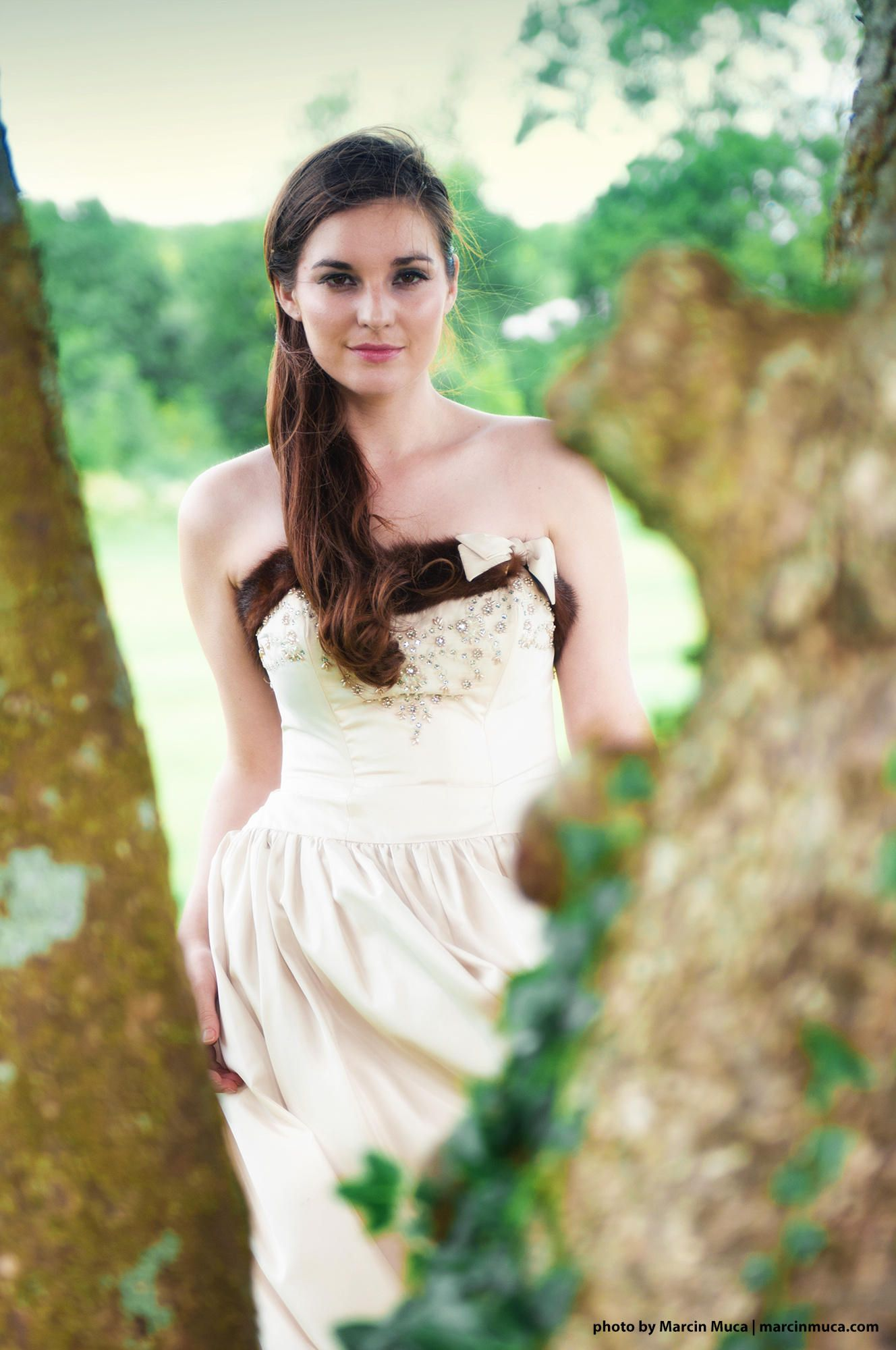 Vintage Fashion - photo of actress/model Maria done on the grounds of Glenlo Abbey Hotel, Galway, Ireland