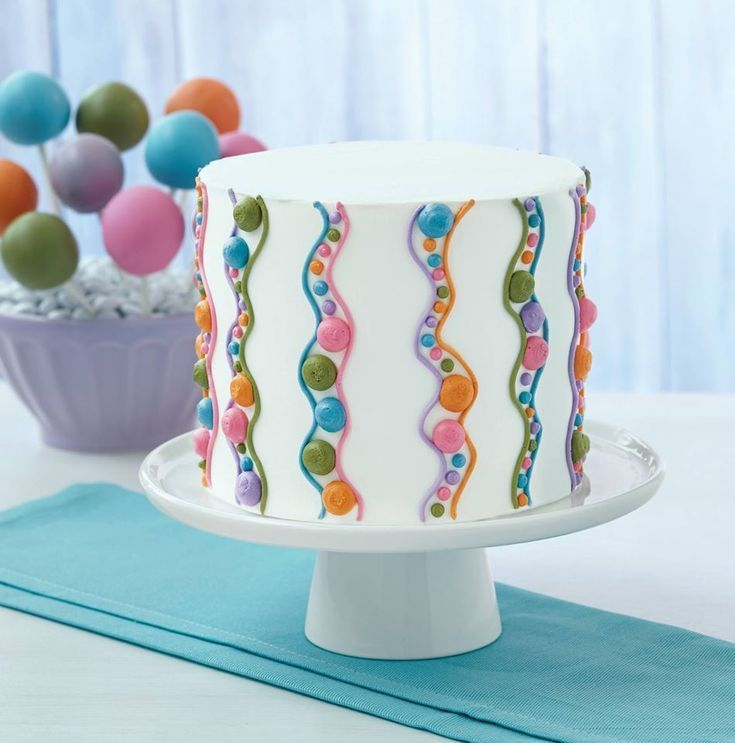 Learn how to decorate cakes and sweet treats with basic ...