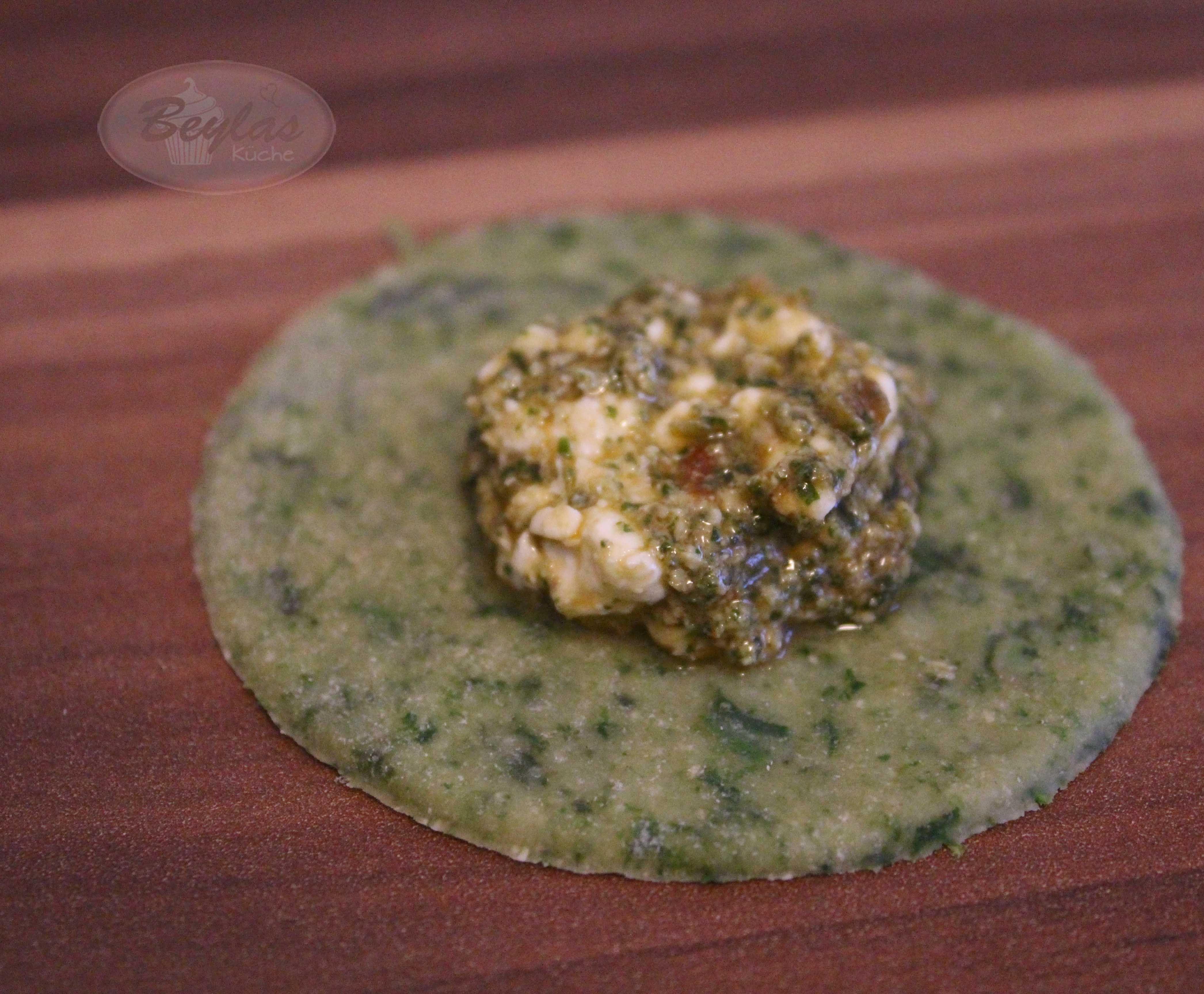Spinat Mezzelune - mit Frischkäse-Pesto-Füllung