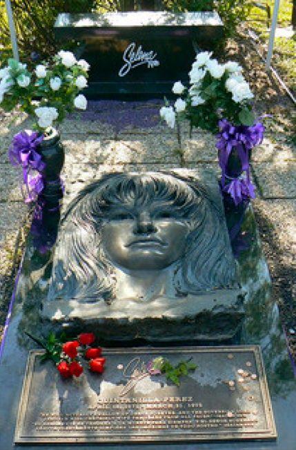 La tumba de Selena Quintanilla en el Seaside Memorial Park ...