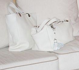 ad3766029e Borse bianche (per l'estate). Sportive o eleganti, per le bionde e per le  brune, sono moolto versatili.